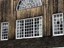 barnboardfönster arkivfoton
