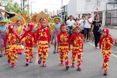 Barndans i den Calauan Pinya festivalen 2017 Fotografering för Bildbyråer