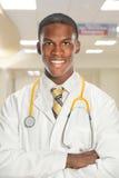 Barndoktor Smiling Inside Hospital Arkivbilder