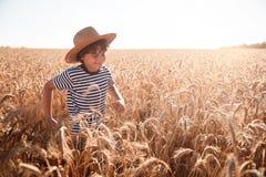 Barndom i fältet Fotografering för Bildbyråer