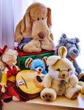 Barndomvänner - favorit- leksaker Fotografering för Bildbyråer