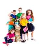 Barnen är intresserade i böcker Royaltyfri Foto