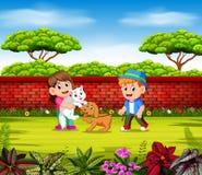 Barnen spelar med deras husdjur nära den röda väggen vektor illustrationer