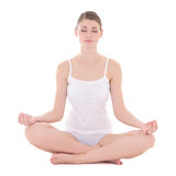 Barnet bantar kvinnan i bomullsunderkläderna som gör yoga som isoleras på whit Royaltyfria Foton