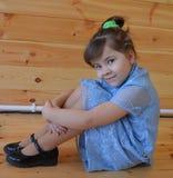 Barnet, behandla som ett barn lite, gulligt, ståenden, barndom, ungen, härligt som ler, lilla barnet, litet, lyckligt som är ungt royaltyfri foto