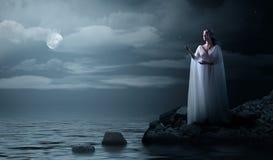 Barnet elven flickan på havskust Royaltyfri Bild