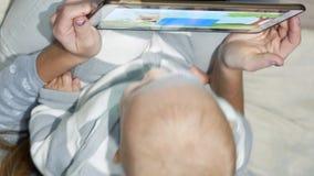 Barnet för den bästa sikten håller ögonen på videoen lager videofilmer