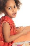 barnet för den svarta boken för afrikansk amerikan läser det asiatiska Royaltyfri Bild