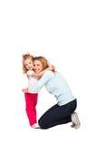 Barnet fostrar och hennes lilla dotter som isoleras på vit royaltyfri fotografi