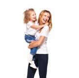 Barnet fostrar och hennes lilla dotter som isoleras på vit royaltyfri bild