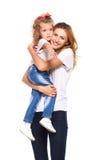 Barnet fostrar och hennes lilla dotter som isoleras på vit fotografering för bildbyråer
