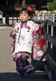 barnet går den japanska kimonosan shichien Arkivbild