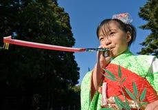 barnet går den japanska kimonosan shichien Fotografering för Bildbyråer