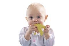 Barnet går och lekpusslet Royaltyfri Bild