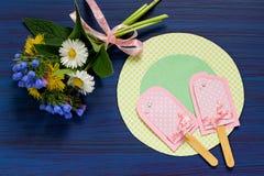 Barnet gör sommarkortet med glass Moment 9 Royaltyfri Bild