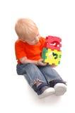 barnet håller toyen Royaltyfria Bilder