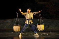 Barnet har styrka av den Jiangxi för den unga mannen operan en besman Royaltyfri Bild