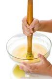 Barnet kastar degen för pannkakor Royaltyfria Foton