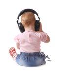 barnet lyssnar musik till Arkivfoton