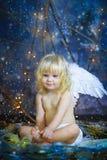 Barnet med vingar av en ängel 14 Royaltyfri Bild