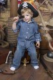 Barnet piratkopierar Royaltyfria Bilder