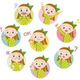 Barnet poserar uttryckt av kvinnan Arkivfoto