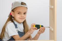 Barnet rotera beslagaskar som samlar kabinettet Arkivbilder