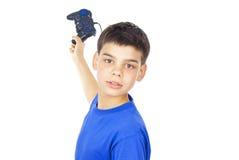 Barnet rymmer styrspaken royaltyfri foto