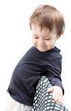 Barnet som är blygt och ler, synar slagit ned Fotografering för Bildbyråer