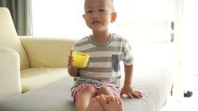 Barnet som äter sädesslag, pusta lager videofilmer