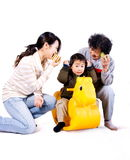 barnet spelar att leka för mormormoder fotografering för bildbyråer