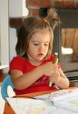 barnet tecknar royaltyfria foton