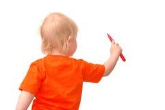 barnet tecknar den små blyertspennan royaltyfri bild