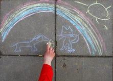barnet tecknar vem Arkivfoto