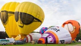 BARNEVELD, LOS PAÍSES BAJOS - 28 DE AGOSTO: Balones de aire coloridos TA Imágenes de archivo libres de regalías