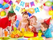 Barnfödelsedagdeltagare. Fotografering för Bildbyråer
