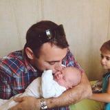 barnfadergyckel som har förälskelse Fotografering för Bildbyråer