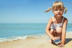 barnflicka little hav fotografering för bildbyråer