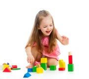Barnflicka som spelar med leksaker Royaltyfri Fotografi