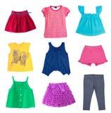 Barngirl& x27; uppsättning för kläder för s-modesommar som isoleras på vit Royaltyfria Bilder