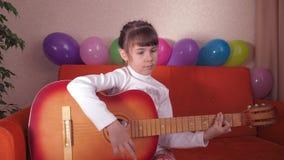 barngitarr arkivfilmer