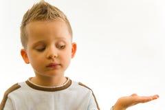 barnhand som visar något Royaltyfria Foton