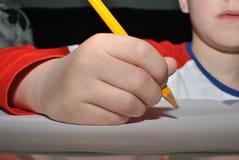 Barnhandstil med blyertspennan Royaltyfri Bild