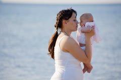 barnholdingmoder Royaltyfri Fotografi