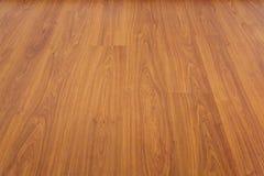 Barniz laminado del piso de madera adornado en hogar fotos de archivo