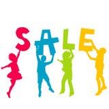 Barnkonturer som rymmer bokstäver med meddelandet SALE i mumlen Arkivfoton