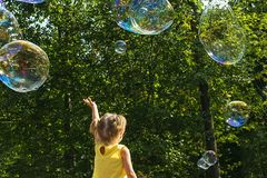 Barnlåssåpbubblor arkivbilder
