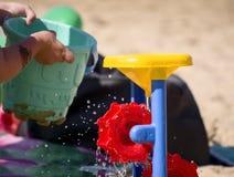 Barnlek på stranden Fotografering för Bildbyråer