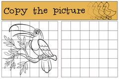 Barnlekar: Kopiera bilden Liten gullig tukan Arkivfoto