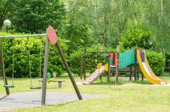 Barnlekplats i parkera Arkivfoton
